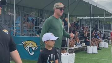 Peyton Manning makes surprise appearance at Jaguars training camp